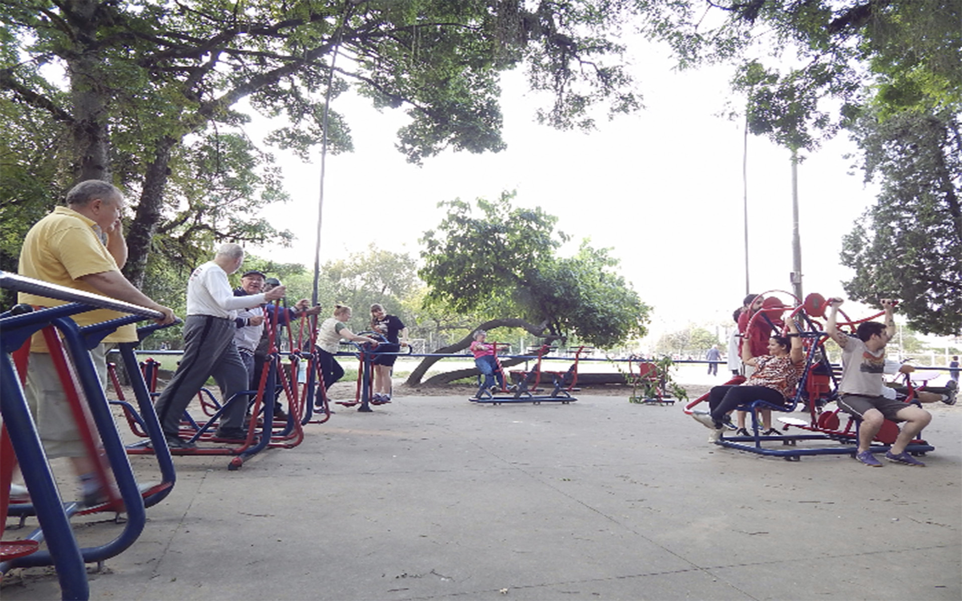 Academia de ginástica ao ar livre