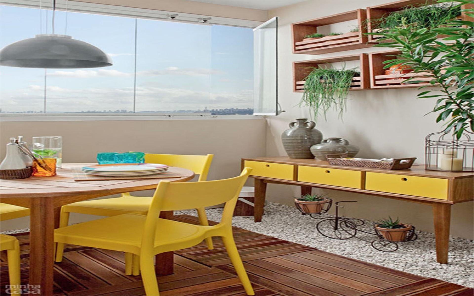 Ambiente com móveis amarelo