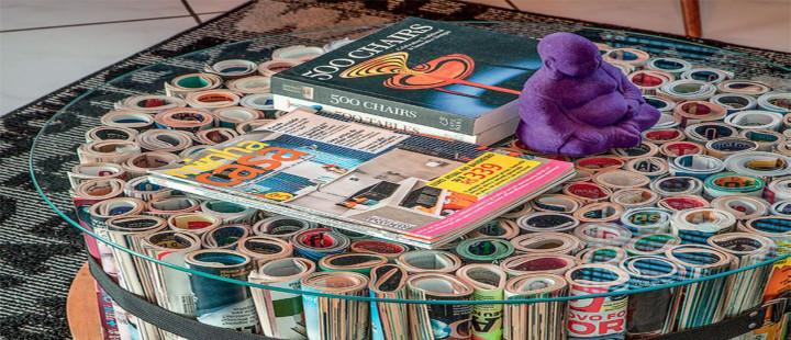 Mesinha feita com revistas