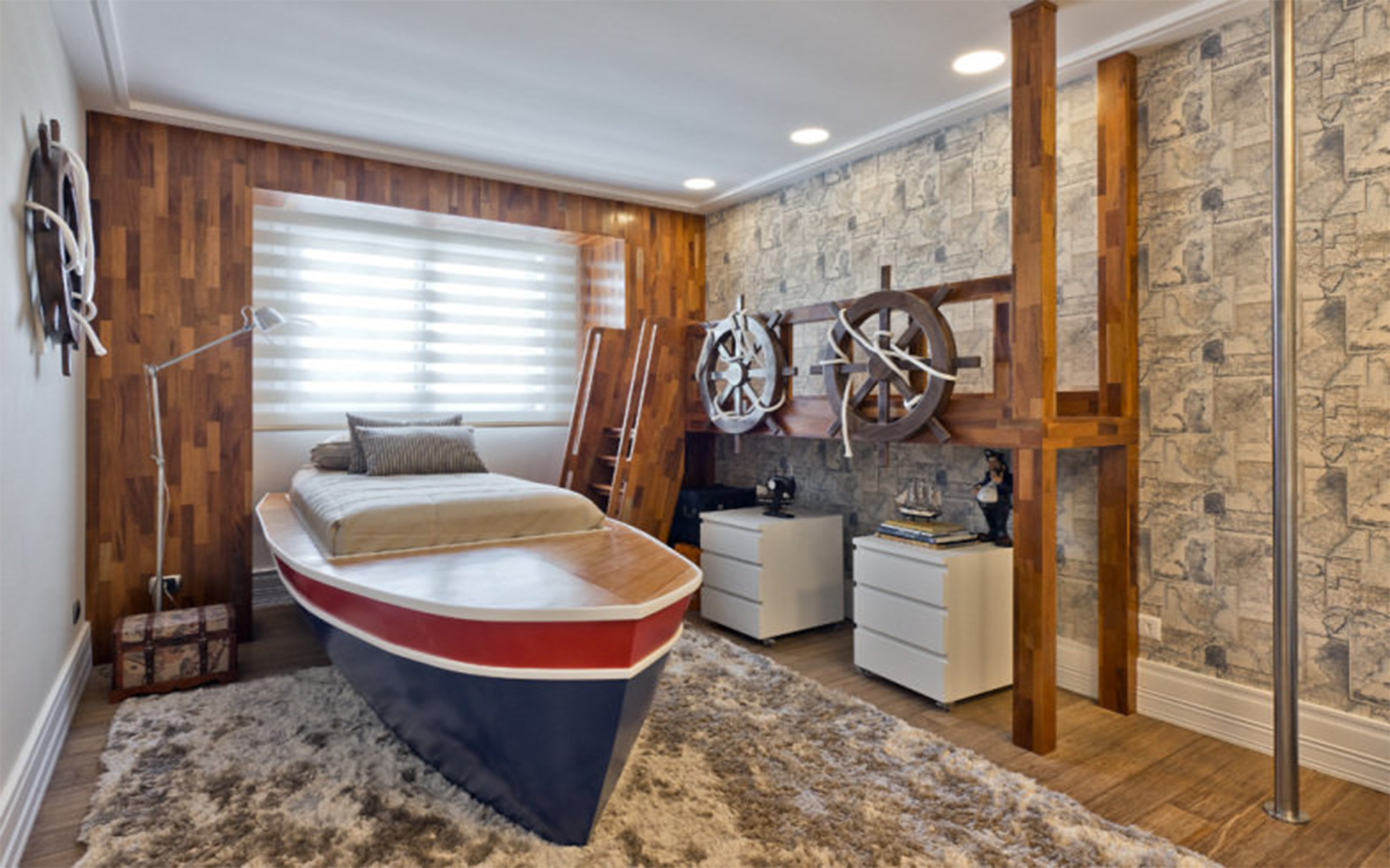 Quarto de menino com cama em formato de barco