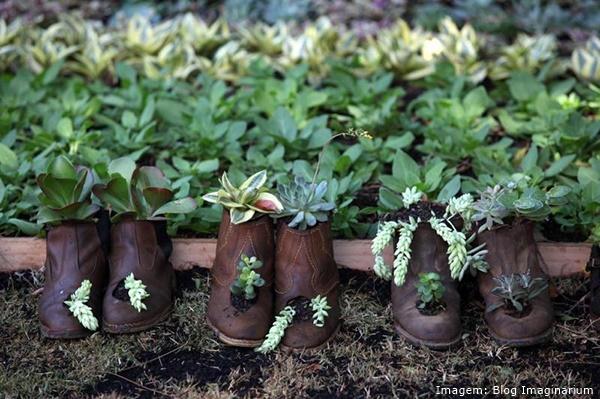 Ventiladores e luminárias Spirit - Blog Myspirit - botas usadas como vaso de plantas - jardins criativos
