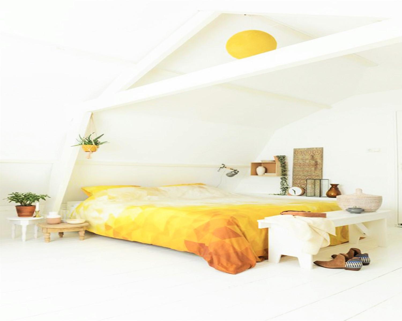 Quarto branco com roupa de cama impactante