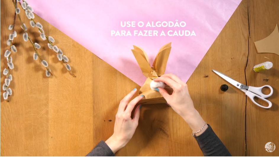 Coelhinho feito com saco de papel
