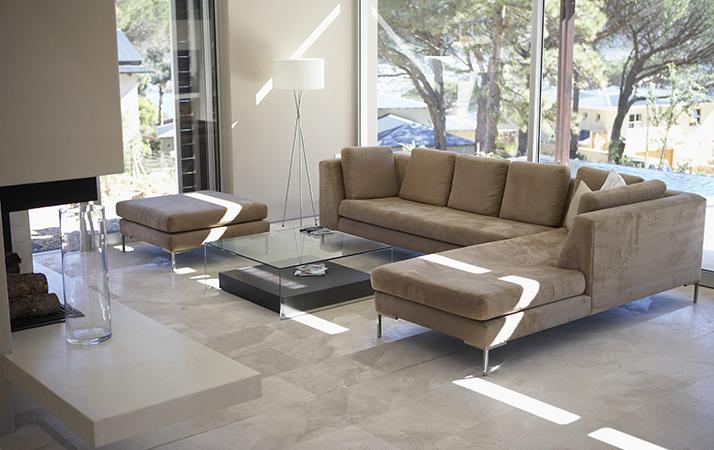 Ventilador de teto Spirit - Blog Myspirit - sala com poucos elementos decorativos - decoração minimalista