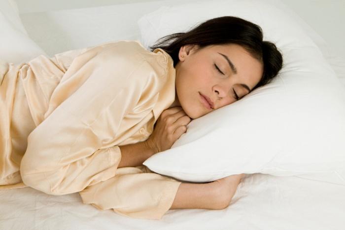 Ventilador de teto Spirit - Blog Myspirit - pessoa dormindo - ventilador de teto no inverno