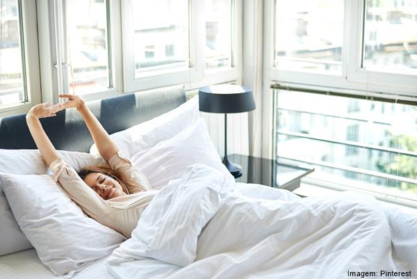 Ventiladores e luminárias Spirit - Blog Myspirit - mulher acordando - verão