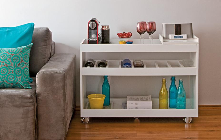 ventilador de teto Spirit - Blog Myspirit - mesa lateral usada como bar - como decorar seu primeiro apartamento