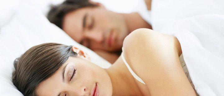 Ventiladores e luminárias Spirit - Blog Myspirit - casal dormindo - ventilador de teto silencioso para dormir
